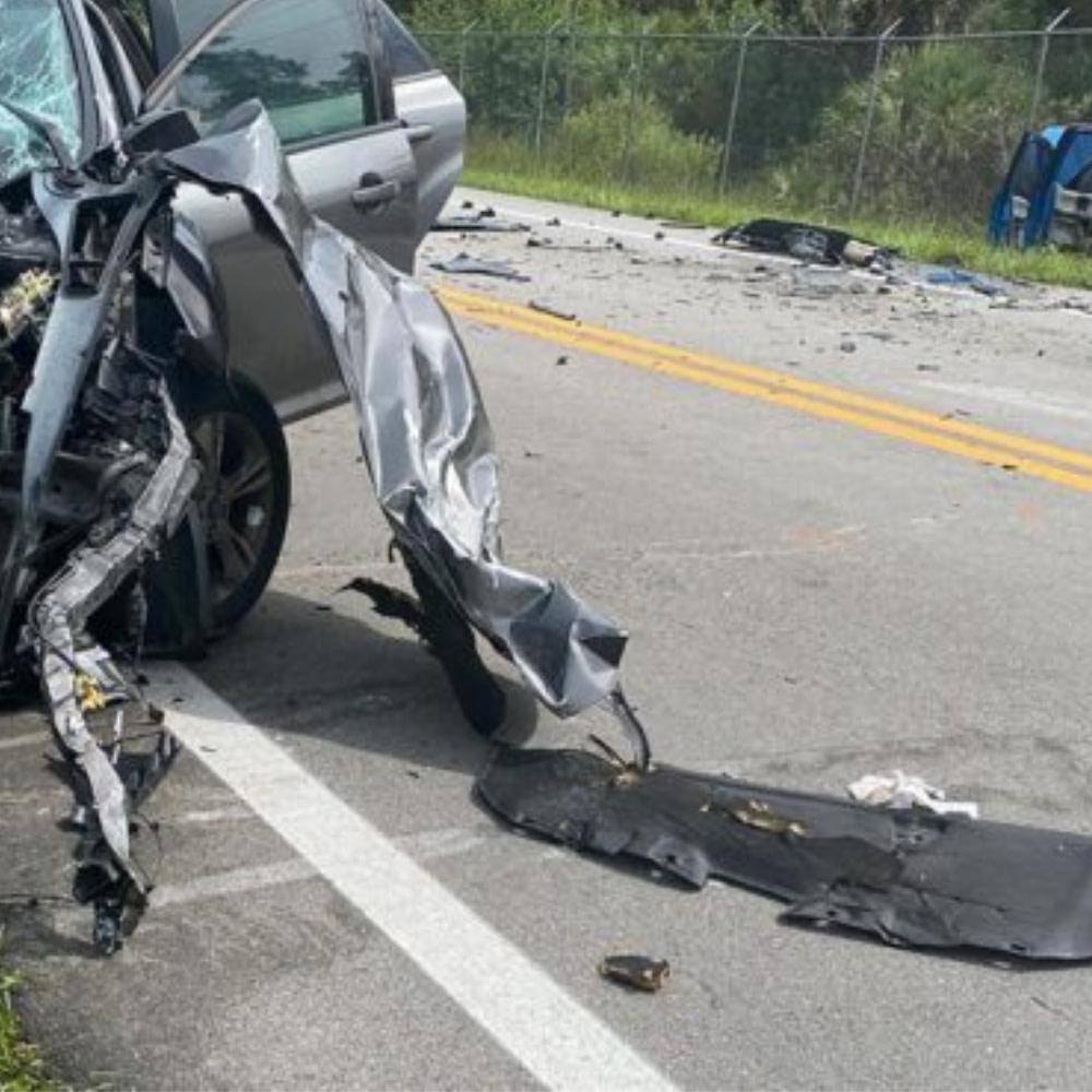 Teen dies in Estero crash